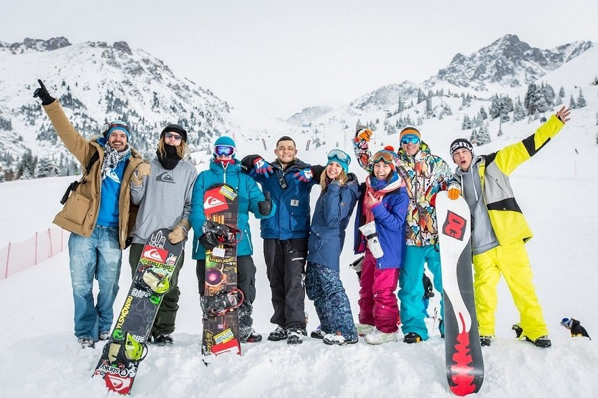 group of ski and snowboard class